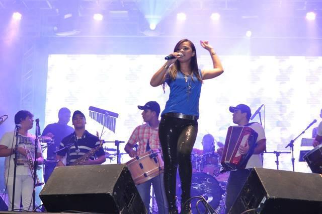 Rachel Costa comanda os vocais da Santa Dose