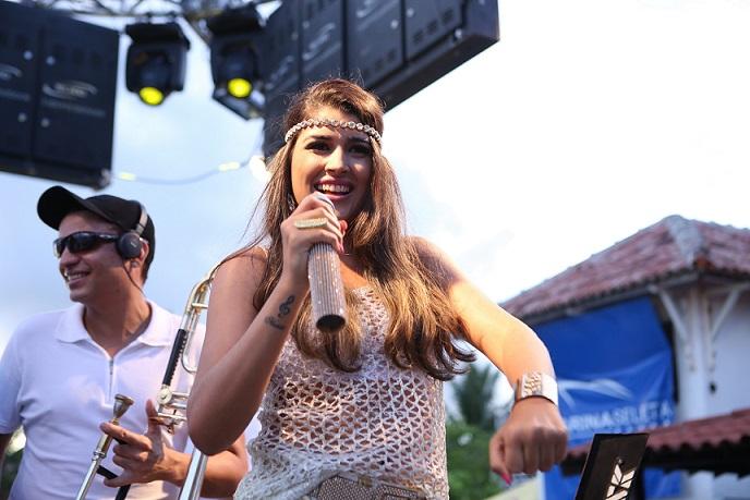 Nanara Belo comanda os vocais da banda | FOTO: Beto Santana