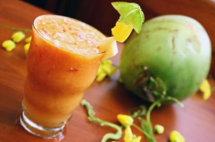 Água de coco com suco é mistura excelente para repor nutrientes
